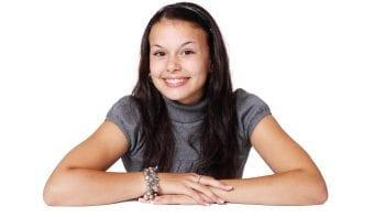 Un nette – mais inégale – amélioration de la santé bucco-dentaire chez les adolescents